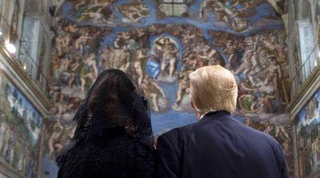 Melania e Donald Trump nella Cappella Sistina (Ansa)