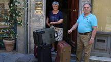 Giuseppe e Maria, gli unici inquilini rimasti nel palazzo tutto affittato ai turisti