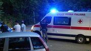 L'ambulanza trasferisce all'obitorio una delle salme (Frascatore)