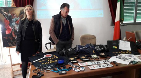 Parte del materiale sequestrato nell'auto dei quattro alla barriera di Carmagnola