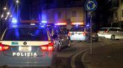 Pattuglie della polizia in servizio notturno