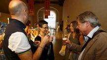 LA DEGUSTAZIONE Numerosi i partecipanti al lancio della birra «Terza»
