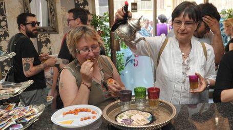 Thè alla menta e tartine: gemellaggio del gusto