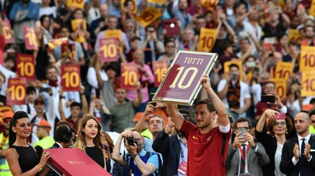 L'addio di Totti, lacrime all'Olimpico (Afp)