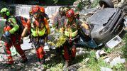 Il Soccorso Alpino e i Vigili del fuoco recuperano il conducente (foto Orlandi)