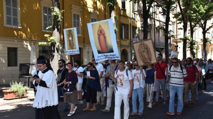 Reggio Emilia, gay pride, 300 persone alla processione 'di riparazione' (foto Artioli)