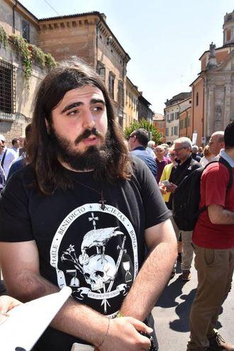 Sono arrivati da tutta Italia per la processione 'di riparazione' (foto Artioli)