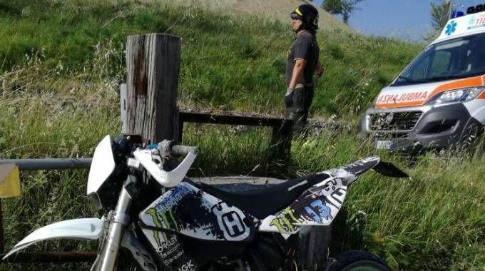 La moto e i soccorsi a Tolentino