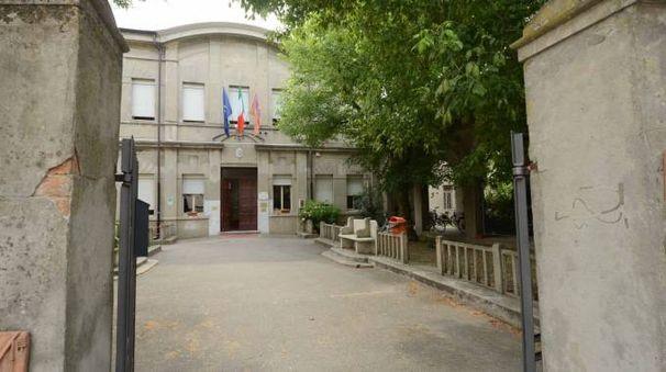 L'ingresso del liceo Roccati in via Carducci