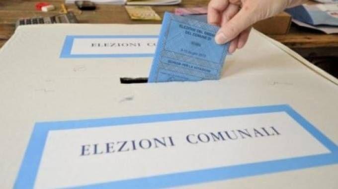 Sono quasi 15mila gli aventi al diritto al voto che fino alle 23 potranno scegliere il nuovo sindaco