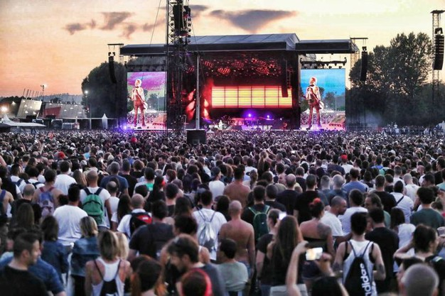 Il concerto dei Guns N' Roses davanti a quasi 90mila fan