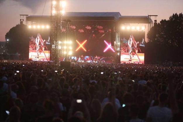 Fan in delirio per il concerto dei Guns N' Roses