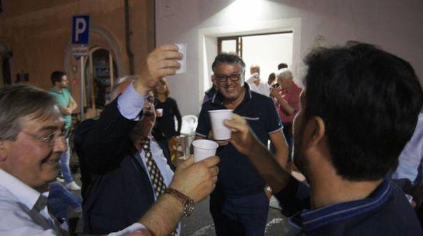 Festeggiamenti per Carmassi sindaco a Bientina (foto Sarah Esposito/Germogli)