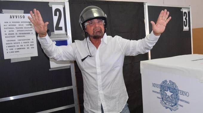 Beppe Grillo al voto (Ansa)