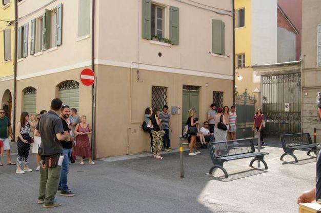 La folla in attesa di Ligabue (foto Parmeggiani)