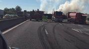 Chiuso il tratto di A14 tra Imola e Ravenna, code e caos per un tamponamento tra camion. Un morto