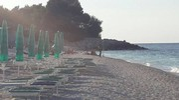 Il tratto di spiaggia antistante al luogo del ritrovamento della mina è stato chiuso ai bagnanti durante le operazioni di recupero dell'ordigno
