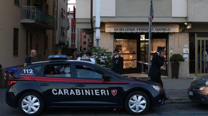L'esterno della gioielleria (Foto Valtriani)