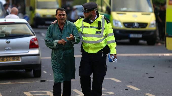 Incendio Londra, i soccorsi (LaPresse)