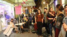Folla ai mercoledì rosa di Reggio Emilia (Artioli)