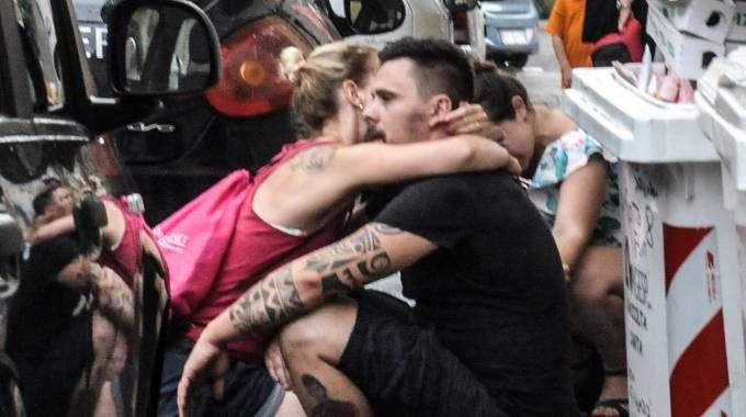 Due dei tre figli della coppia fuori da casa