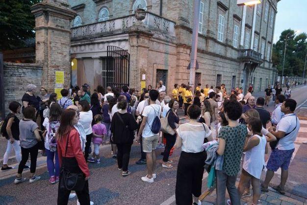 L'entrata al concerto di Gabbani (Foto Zeppilli)