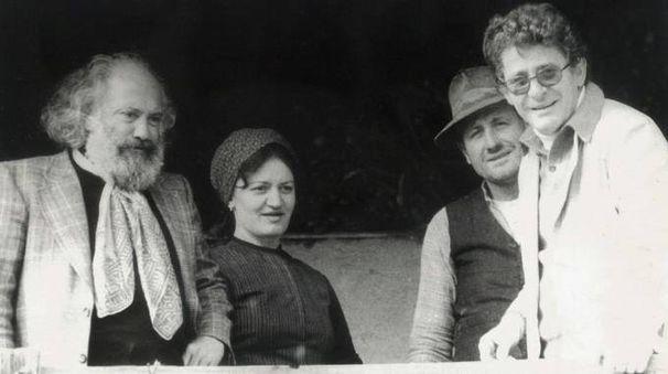 Il regista  Ermanno Olmi (primo  da destra) sul set