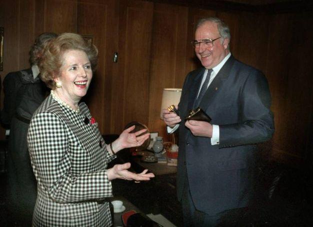 Kohl con Margaret Thatcher (Ansa)