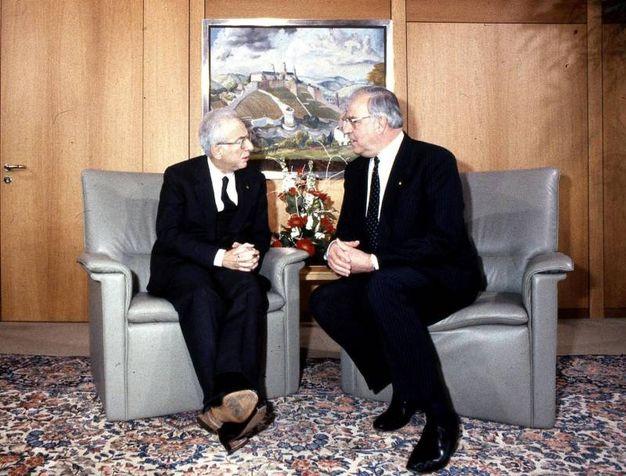 Francesco Cossiga e Helmut Kohl (Ansa)