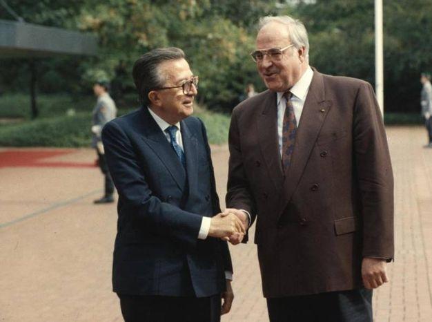 Giulio Andreotti e Helmut Kohl (Ansa)