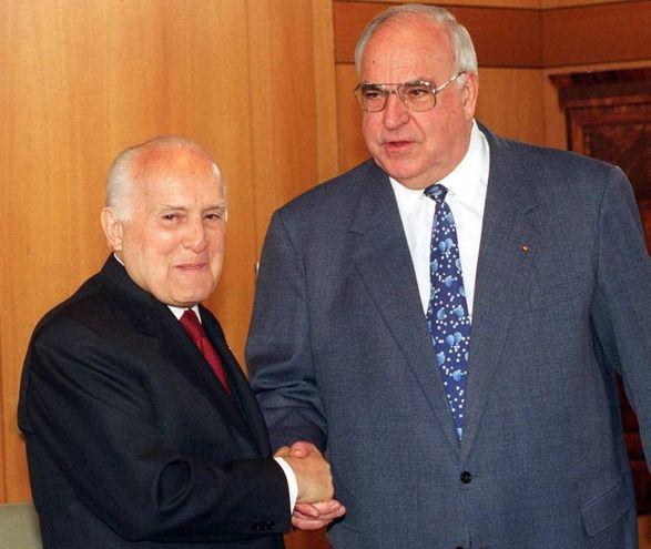Oscar Luigi Scalfaro e Helmut Kohl (Ansa)