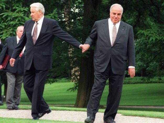 Boris Yeltsin e Helmut Kohl (Ansa)