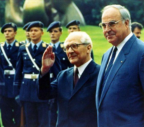 Erich Honecker e Helmut Kohl (Ansa)