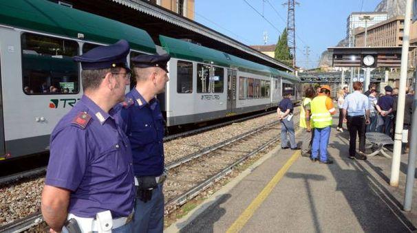 Agenti della polfer in stazione (foto di repertorio)