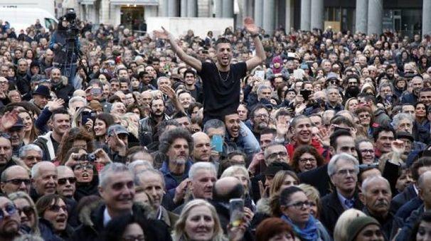 Piazza Vittoria gremita in occasione del Metro Day