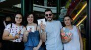 I fan in attesa in Francesco Gabbani mostrano il suo ultimo album