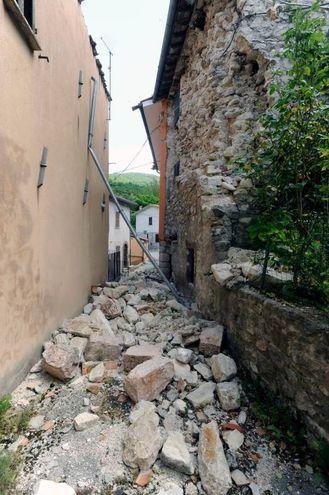 Tra le macerie di Visso (foto Calavita)