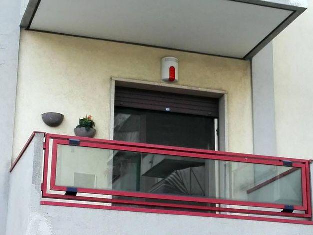 l terrazzino dell'appartamento di Chirignago, alla periferia di  Mestre, dove nella notte è avvenuto il duplice omicidio (Ansa)