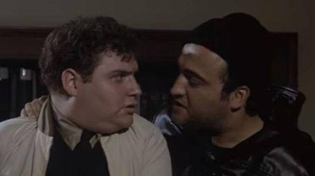 Stephen Furst 'Sogliola' con John Belushi 'Bluto' (da youtube)