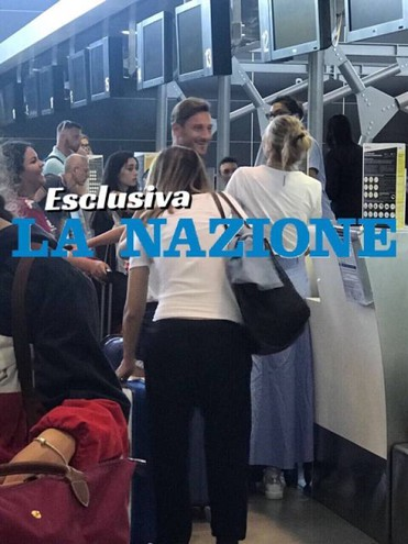 Totti e Ilary al check in