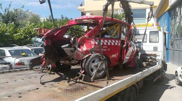 San Marino, incidente mortale al rally: l'auto distrutta (Foto Pruccoli)