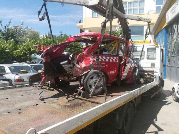 L'auto di Alessandro Pepe distrutta nello schianto (Foto Pruccoli)