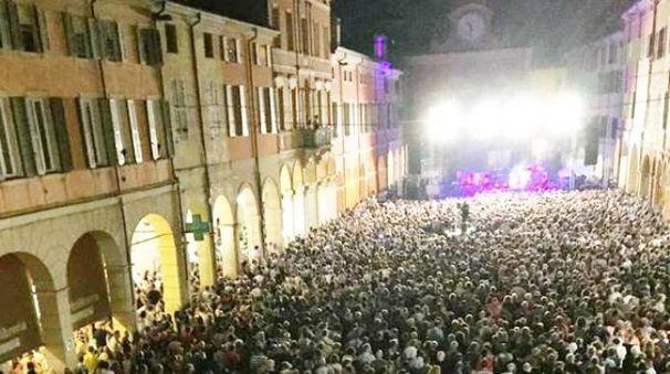 La folla al concerto di Fiorella Mannoia a Correggio