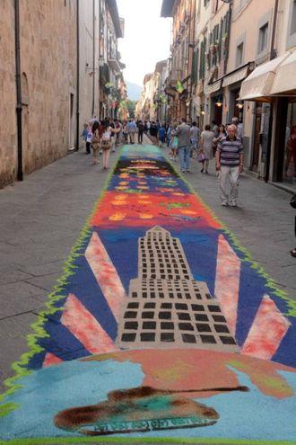 Camaiore, i tappeti di segatura: La Torre (foto Aldo Umicini)