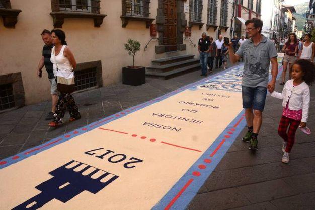 Camaiore, i tappeti di segatura: La Badia (foto Aldo Umicini)