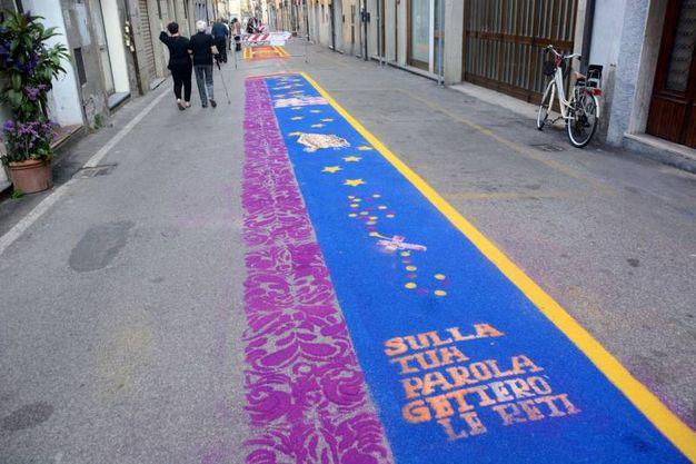 Camaiore, i tappeti di segatura: Giovani Sesto Lucchese (foto Aldo Umicini)