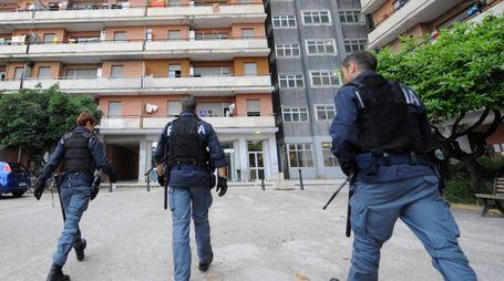 Gli agenti della squadra mobile della questura hanno arrestato un tunisino per spaccio all'Hotel House (archivio)