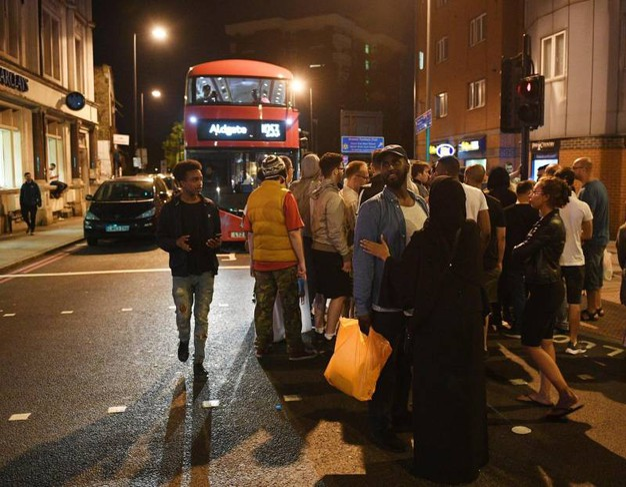 Londra, furgone sulla folla (Ansa)
