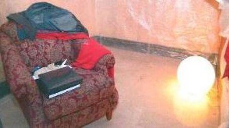 Le stanze dell'anziana erano coperte di cellophane