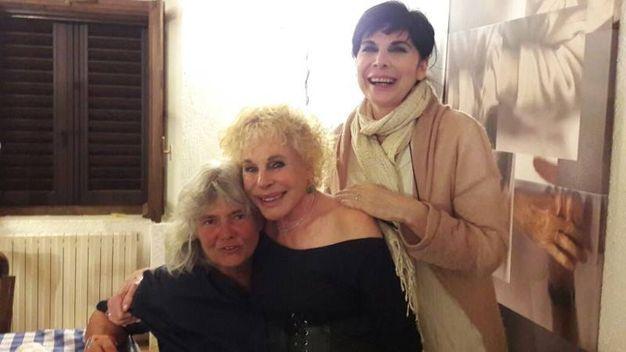 Pia Tolomei di Lippa, Ornella Vanoni e Mariangela D'Abbraccio